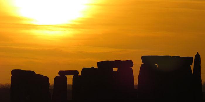 700x350-stonehenge-sunset